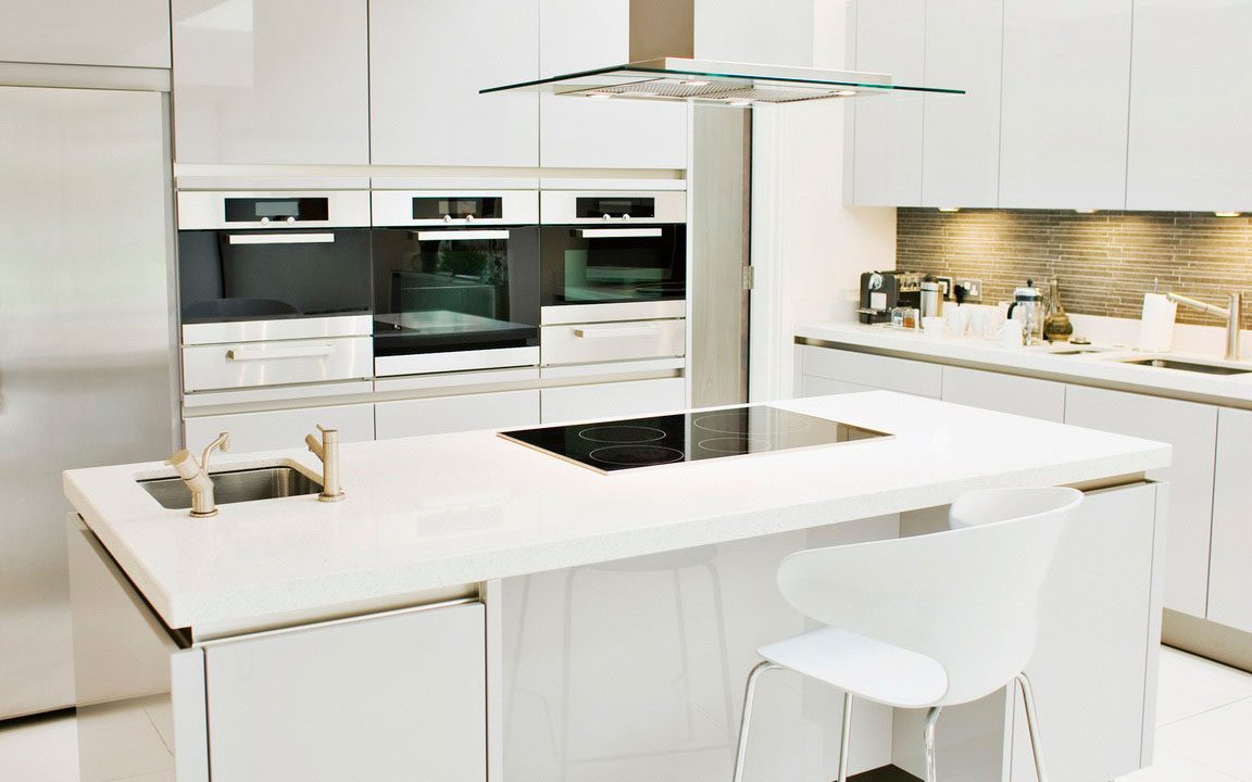 Cocina blanca con muebles sin tiradores :: Imágenes y fotos