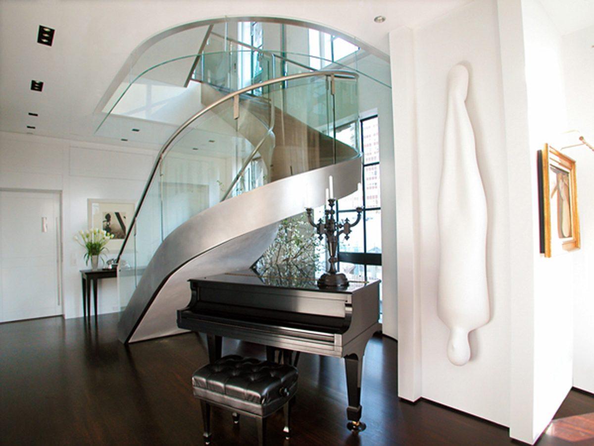 Escalera moderna de acero im genes y fotos for Imagenes escaleras modernas
