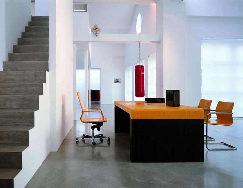 Mesa de oficina de tonos naranjas im genes y fotos for Iluminacion oficinas modernas