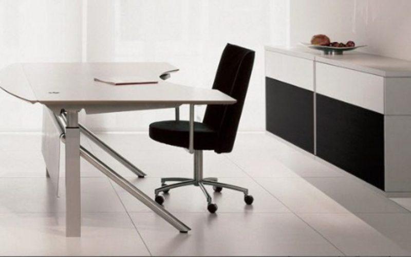 Galer a de im genes despachos modernos for Mesas y sillas para oficina